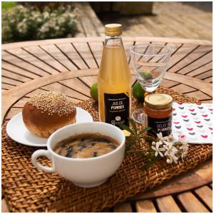 Rien de mieux qu'un bon petit déjeuner pour bien commencer la semaine 🌞  @studio_onze_production 📸 #breakfasttime#debutdesemaine#bestmoments#frenchproduct#madeinfrance🇫🇷#jusdepomme#jusdefruits#jusgargouil