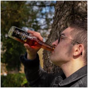 Une petite pause gourmande s'impose 🤩 !   @studio_onze_production 📸 #moment#happyday#applejuice#natural#tasty#freshdrink#letsdrink#jusgargouil#drinkinstagram