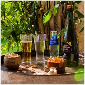 🔥 JEU CONCOURS 🔥 Pour prolonger l'été, la maison Gargouil est heureuse de s'associer aux limonades Lorina, des limonades artisanales et françaises afin de vous proposer un super jeu concours.  . A gagner un lot de limonade artisanale Lorina et de jus Gargouil pour un apéro français & pétillant. Pour tenter votre chance :- Likez ce post- Suivez nos comptes @lorinadrinks et @gargouil_jus - Mentionnez 2 ami(e)s en commentaire.Bonne chance à tous ! ❤️ Tirage au sort dans une semaine 🍭Gagnant(e) contacté(e) en MP!  @studio_onze_production 📸 #lorina#limonade#jusdefruits#jeuconcours#concoursfrance#gifts#giveaway#holiday#sansalcool#summer#concoursinstagram